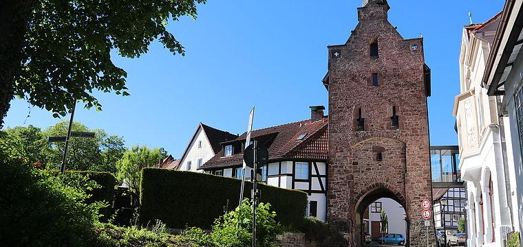Das Niederntor und der Martiniturm und ihre historischen Uhren